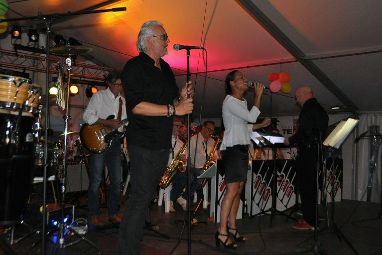 Big Band Beeg tijdens de dorpsfeesten van Obbicht